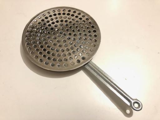 厨房器具ついつい買いたくなるけど、我慢しないとミニキッチンに溢れてしまうので、注意、注意。でも。_d0057843_22530503.jpg