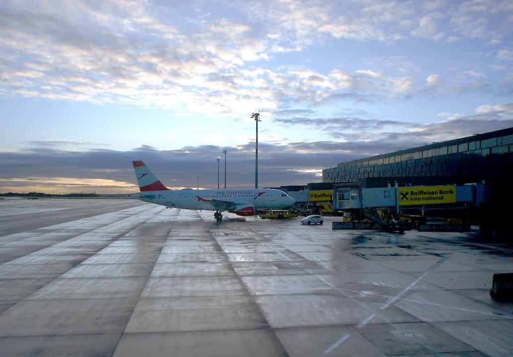 ウイーン空港で Futura_f0144064_17052535.jpg
