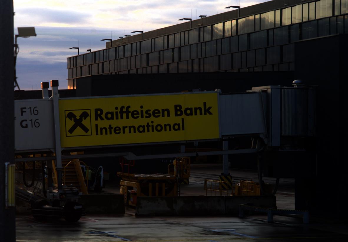 ウイーン空港で Futura_f0144064_17082256.jpeg