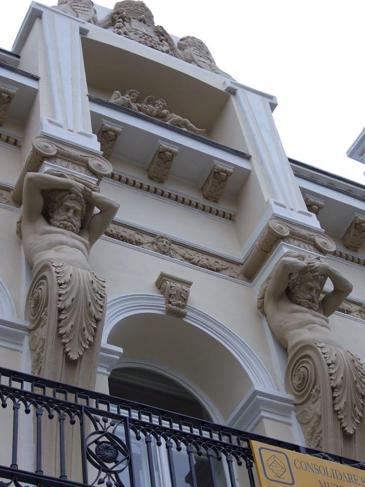 街の彫刻やモニュメント_c0042797_02134572.jpg