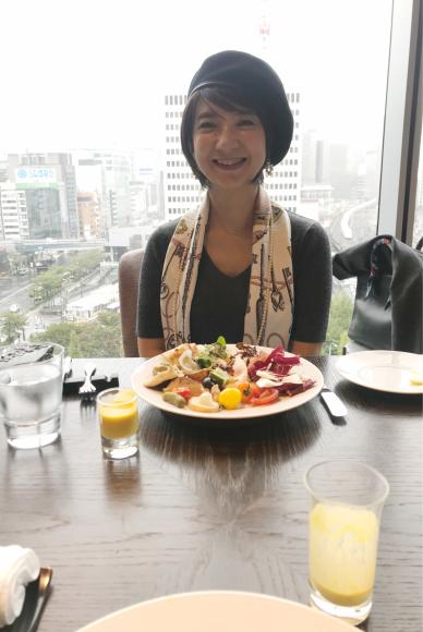 お互いファンの蜷川 有紀 さんの絵が飾ってあるfourseasons のレストラン_d0339705_10460568.jpg