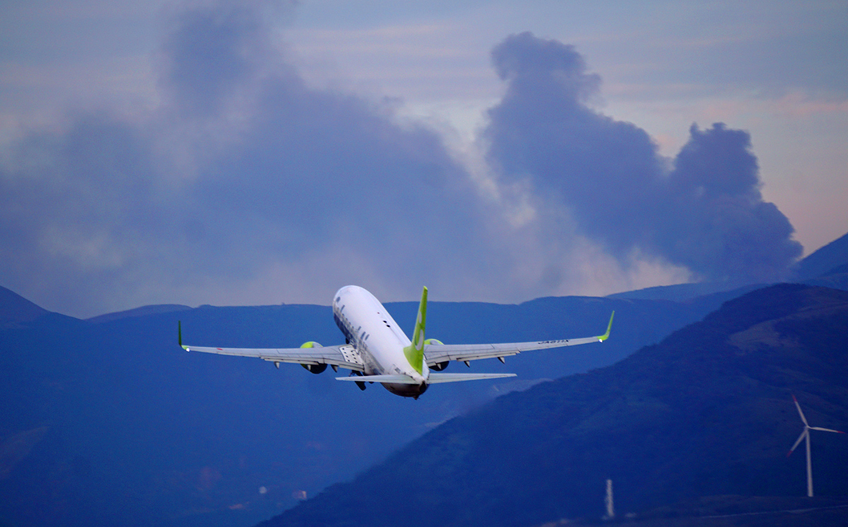 昨日の阿蘇熊本飛行場。_b0044115_04223627.jpg