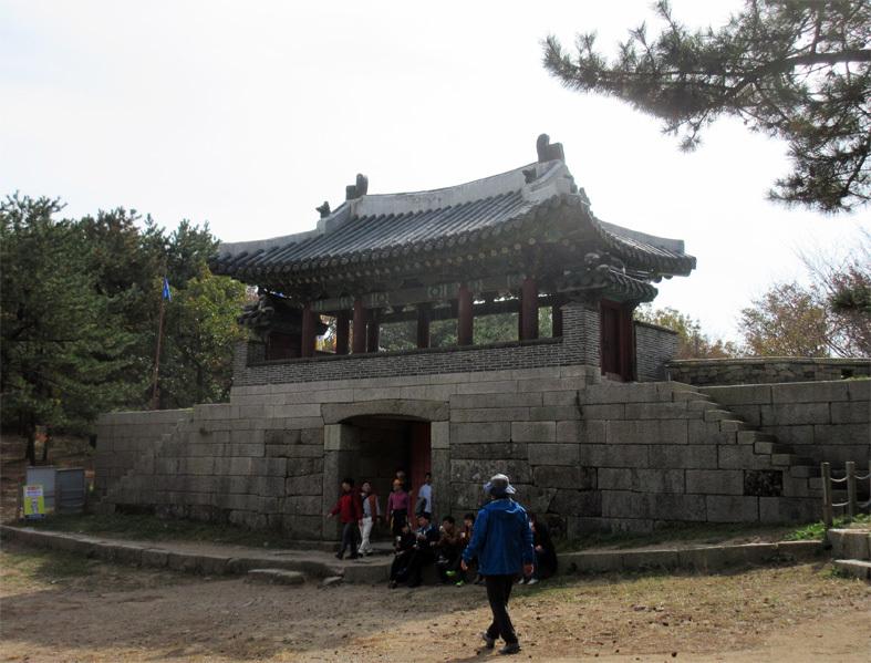 ■パトカーに乗って行く朝鮮通信使歴史館――こういう時こそ、いつもの釜山へ_d0190217_22394130.jpg