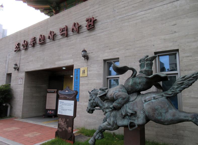 ■パトカーに乗って行く朝鮮通信使歴史館――こういう時こそ、いつもの釜山へ_d0190217_22400899.jpg