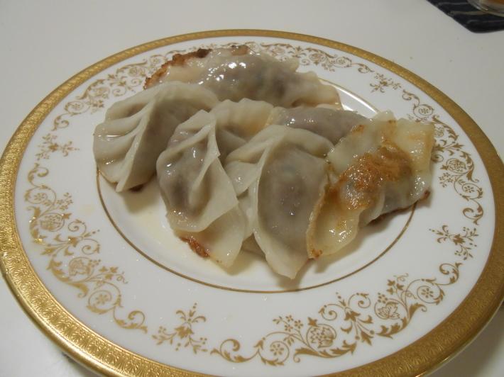米粉の餃子の皮でラム餃子作ってみました。_a0095931_12283961.jpg