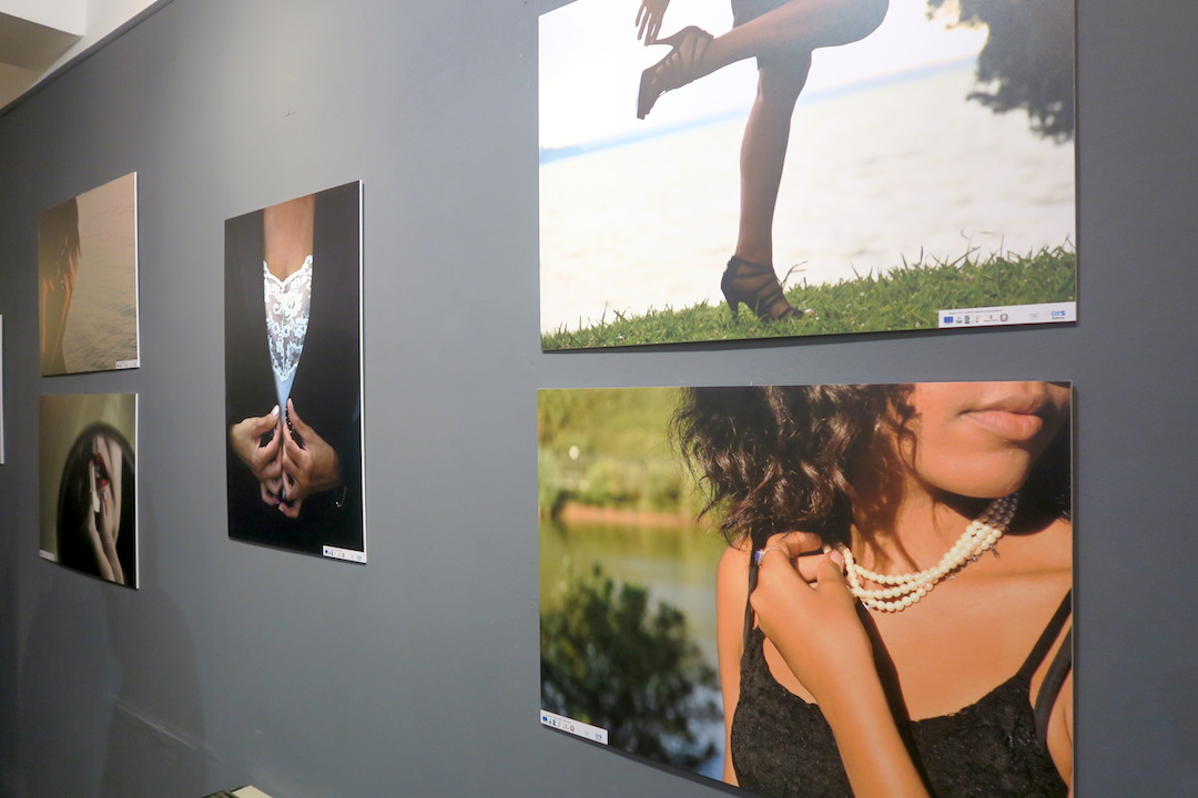 女性の視点・優しさ・美を地域に世界に、女性写真・詩の展覧会 イタリア トラジメーノ湖_f0234936_8224695.jpg