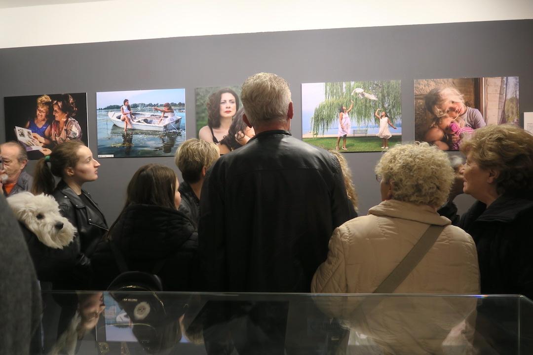 女性の視点・優しさ・美を地域に世界に、女性写真・詩の展覧会 イタリア トラジメーノ湖_f0234936_835660.jpg