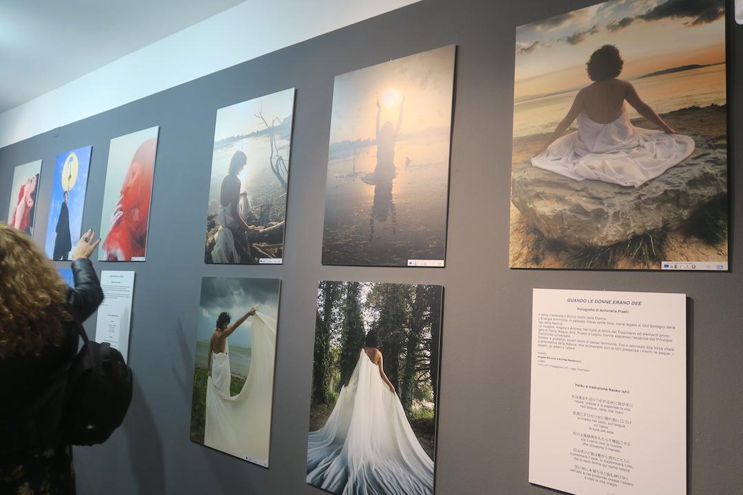 女性の視点・優しさ・美を地域に世界に、女性写真・詩の展覧会 イタリア トラジメーノ湖_f0234936_8481340.jpg