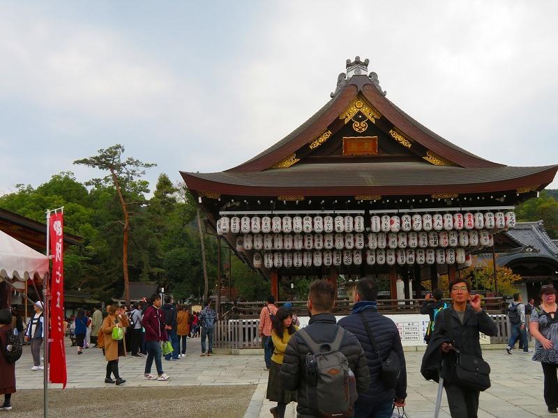 いつも賑わう「八坂神社」20191111_e0237645_22444233.jpg