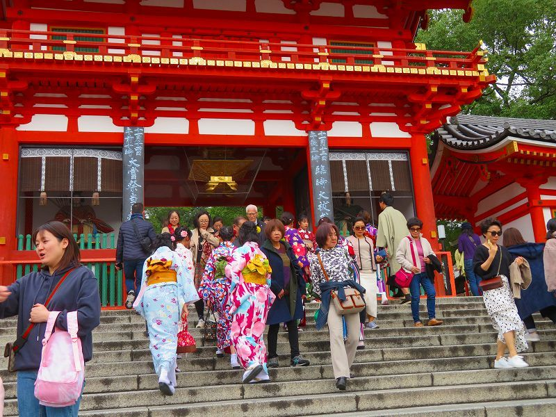 いつも賑わう「八坂神社」20191111_e0237645_22444236.jpg