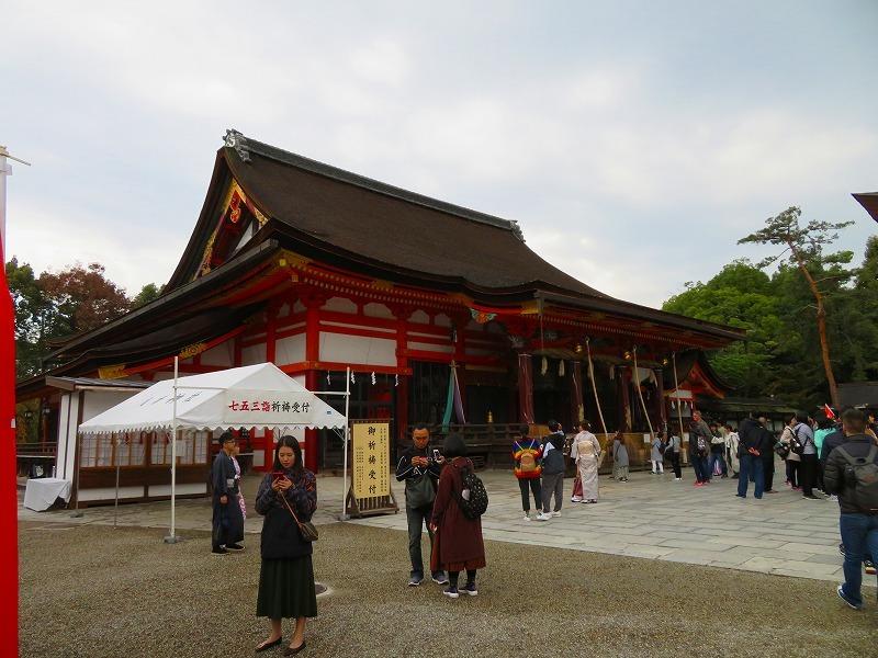 いつも賑わう「八坂神社」20191111_e0237645_22444250.jpg