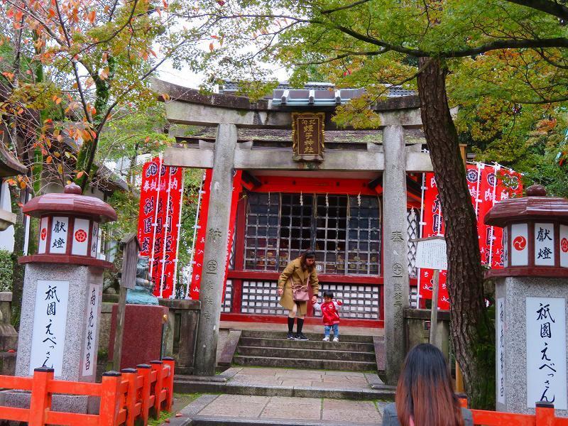 いつも賑わう「八坂神社」20191111_e0237645_22444257.jpg