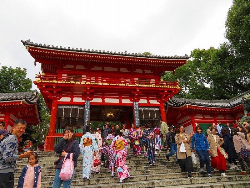 いつも賑わう「八坂神社」20191111_e0237645_22444268.jpg