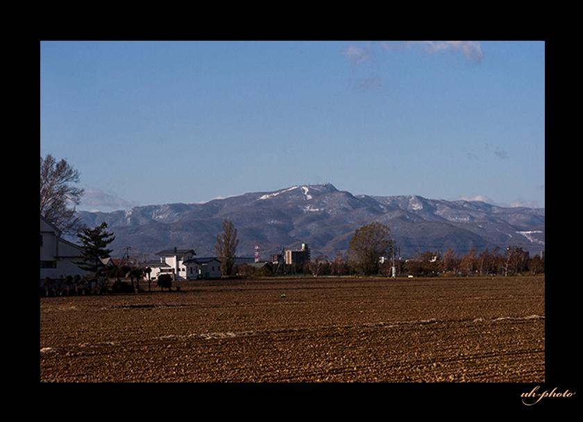 札幌のシンボリックな山である手稲山の冠雪_b0181889_04473344.jpg