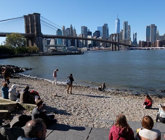 ブルックリン、Dumboにある人工海岸、Pebble Beach_b0007805_10440351.jpg