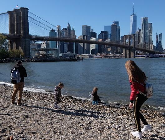 ブルックリン、Dumboにある人工海岸、Pebble Beach_b0007805_10442999.jpg