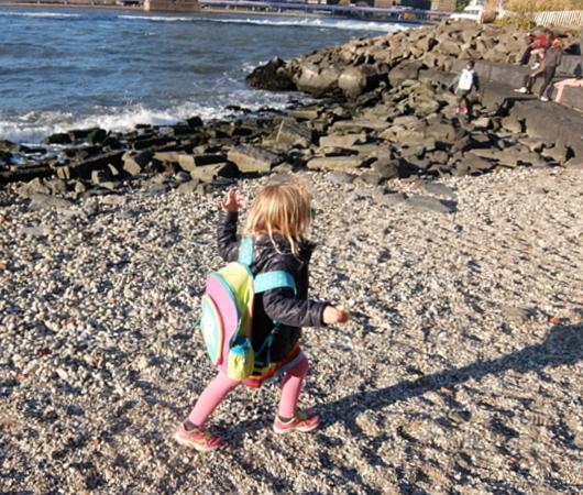 ブルックリン、Dumboにある人工海岸、Pebble Beach_b0007805_10444474.jpg