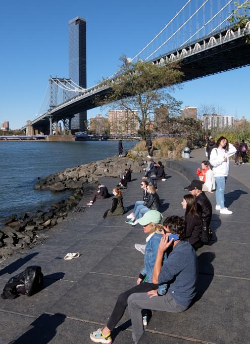 ブルックリン、Dumboにある人工海岸、Pebble Beach_b0007805_10451494.jpg