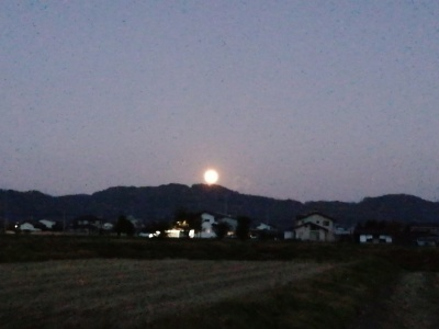 巨大なお月さま_c0289116_18143755.jpg