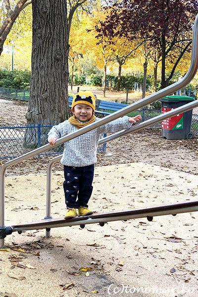 秋色パリの公園の落ち葉拾い_c0024345_20503683.jpg