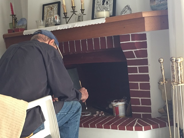 暖炉の準備にいそしむX君パパさん♪_a0123372_23403532.jpg