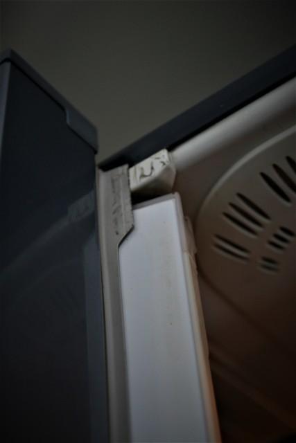 冷蔵庫のフレンチドア部品が劣化 _f0229190_13350609.jpg