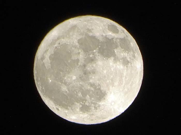 満月_e0016894_22370872.jpg