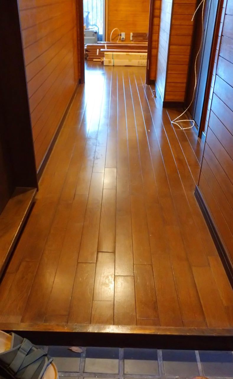 床貼り 初日_a0061599_23300890.jpg
