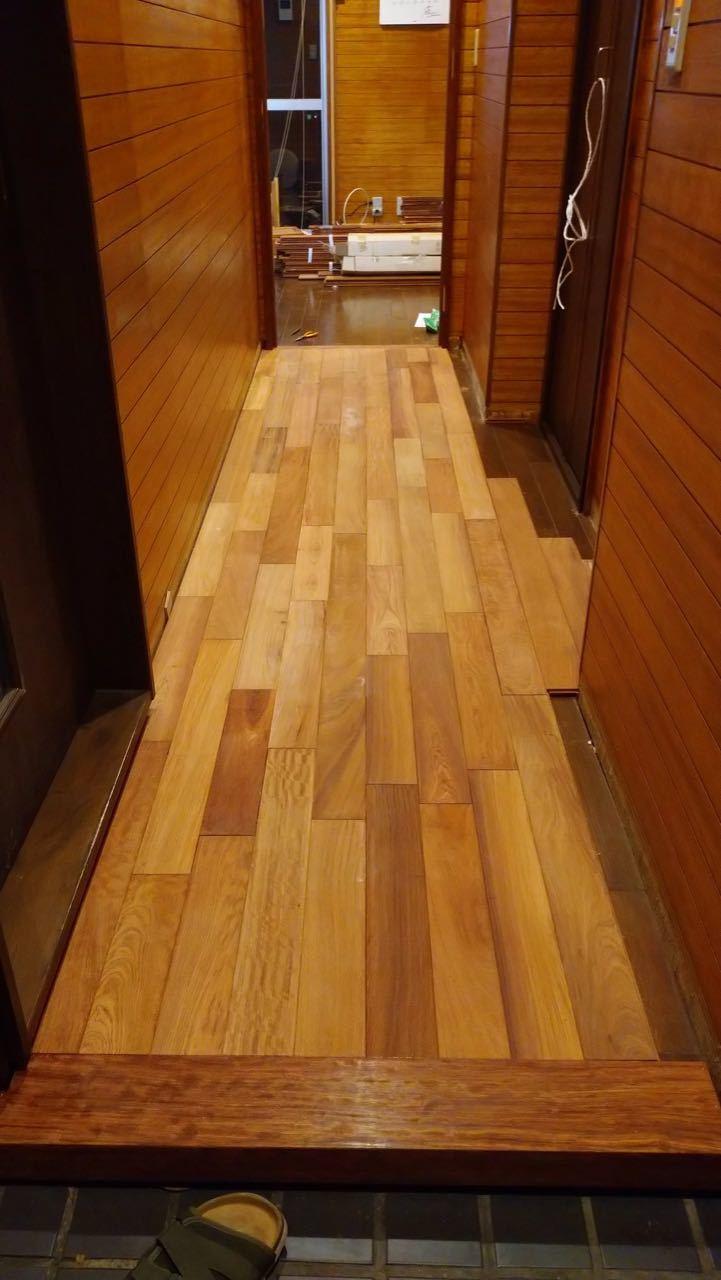 床貼り 初日_a0061599_23301475.jpg