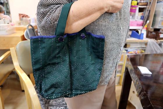 裁縫 & 刺繍 ~ 青海波(せいかいは)模様の巾着バッグ ~_e0222340_1523531.jpg