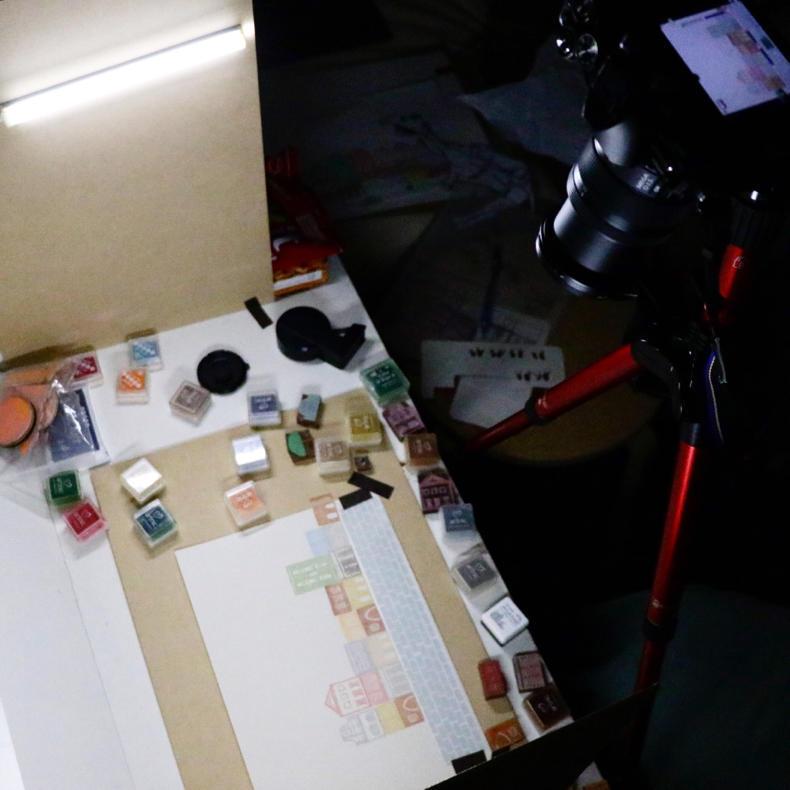 カプセルの中でハンコをつかったコマ撮りの撮影_c0060143_11180939.jpg