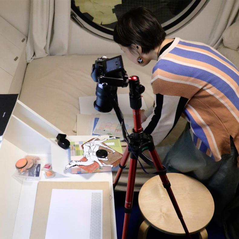 カプセルの中でハンコをつかったコマ撮りの撮影_c0060143_11180988.jpg