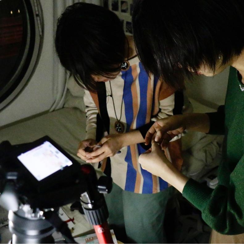 カプセルの中でハンコをつかったコマ撮りの撮影_c0060143_11181317.jpg