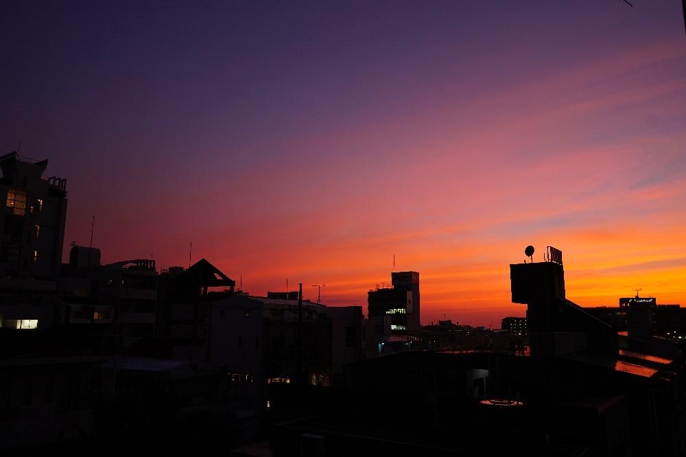 夕焼けと月の出_a0095470_21011810.jpg