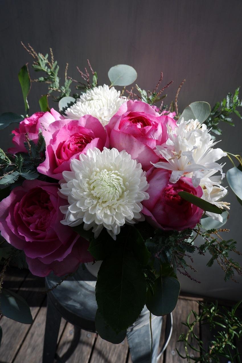 オークリーフ(イヴピアッチェと菊サイレントのアレンジメント)_f0049672_18445557.jpg