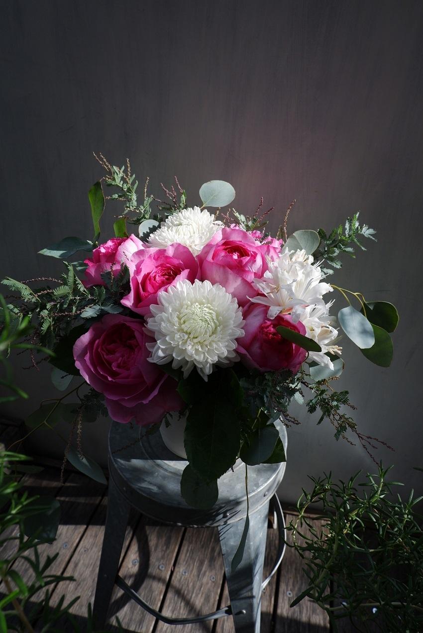 オークリーフ(イヴピアッチェと菊サイレントのアレンジメント)_f0049672_18450236.jpg
