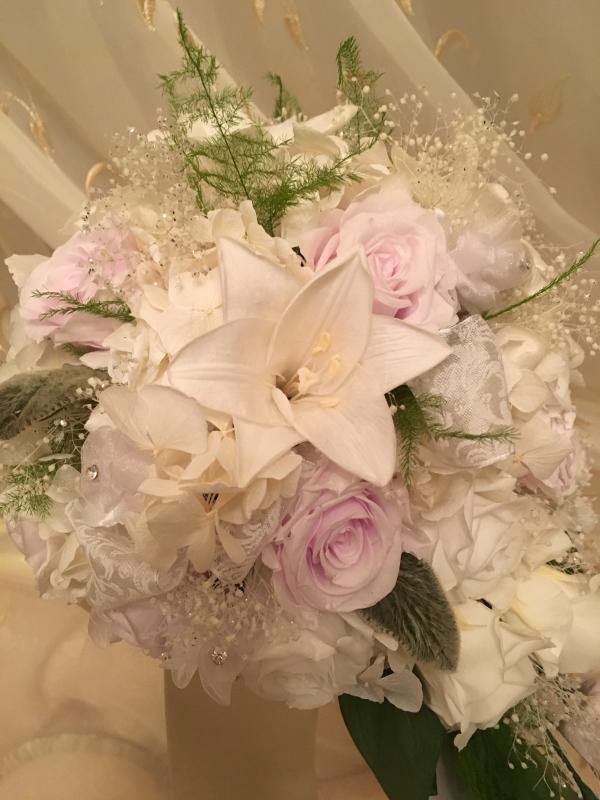 御婚礼 百合のブーケとコサージュ💐_c0195496_22051050.jpg