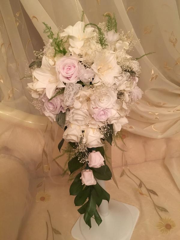 御婚礼 百合のブーケとコサージュ💐_c0195496_22095882.jpg
