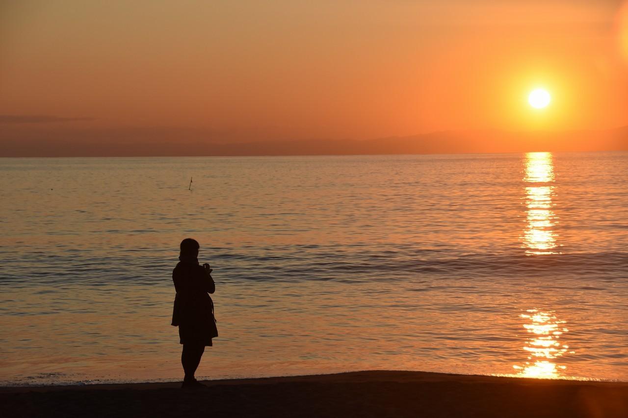 一色 浜辺を歩く人_d0065116_21125810.jpg