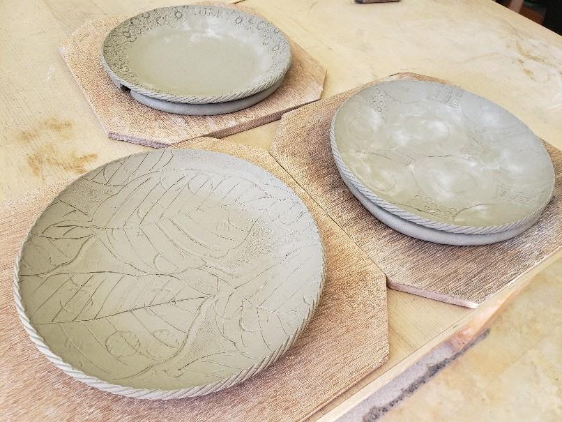 信楽焼のビアカップとカレー皿。_b0398686_08145237.jpg