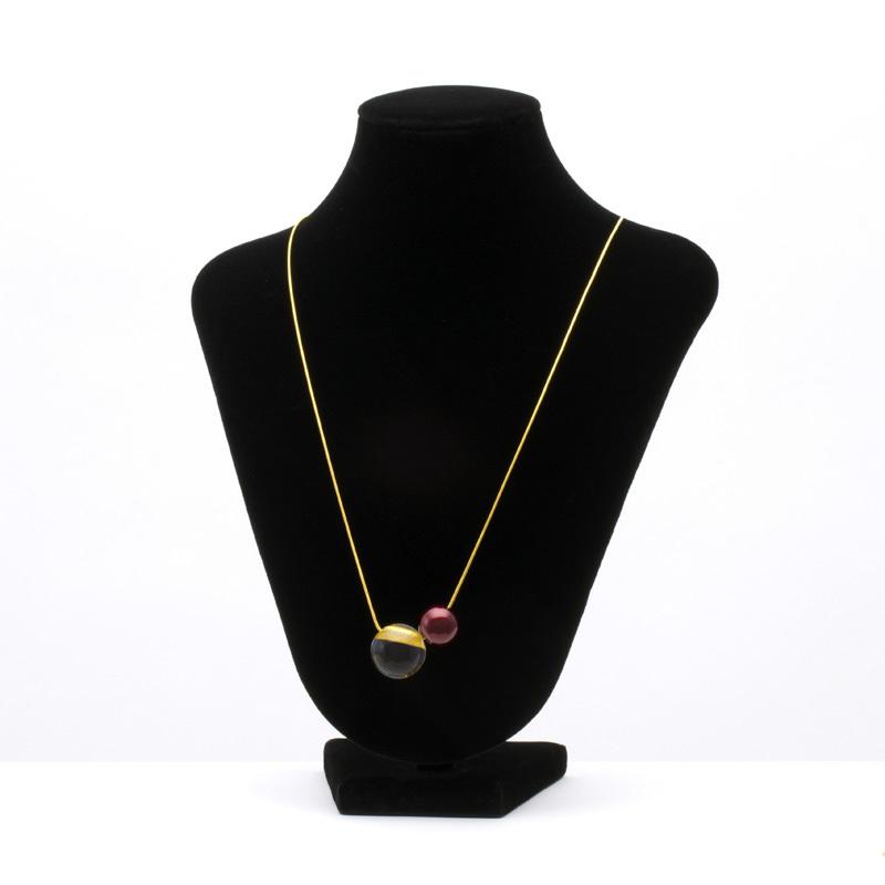 Jewel of Forest 森の宝石 ペンダント 球1.5×アクリル ボルドー色 伝統工芸から生まれた坂本これくしょんのプレミアムシリーズ、洗練されたデザインジュエリー SAKAMOTO COLLECTION pendant Bordeaux red & Acrylic Adjustable Chain Cord アクリルに蒔絵の技法で金色粉を、魚眼レンズ効果で角度によりとても不思議なパワー、艶やかで深みがある人気のボルドー色との組み合わせが大人の可愛いさを演出、長さ調節も簡単なスライド式のチェーンコードはとても便利。 #ペンダント #ワインレッド #ボルドー色 #ボルドーレッド #軽いペンダント #漆のペンダント #pendants #BordeauxRed #WineRed #JewelOfForest #森の宝石 #デザインジュエリー #デザインペンダント