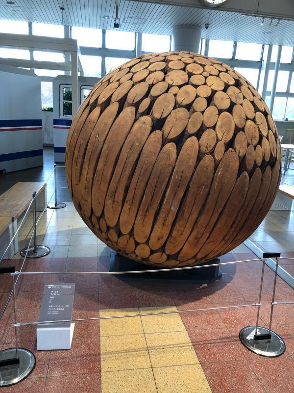 丸太のド迫力作品に出会いました。_e0415021_16364301.jpg