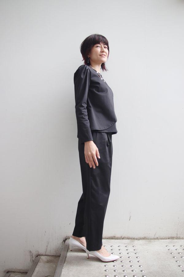 アシンメトリー タックスリーブシャツ ブラック (1911)_e0104046_23022339.jpg