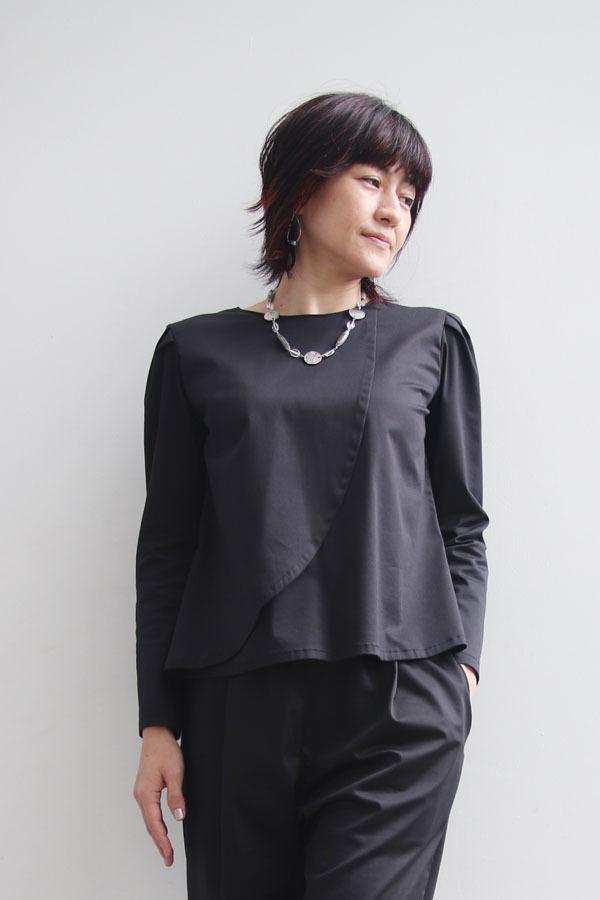 アシンメトリー タックスリーブシャツ ブラック (1911)_e0104046_23103002.jpg