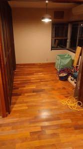 床貼り 4日目_a0061599_22124174.jpg