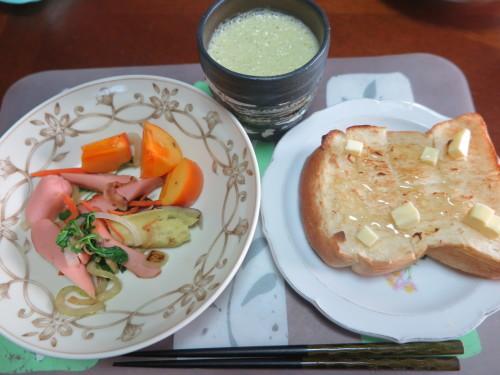 朝:サラダ、トースト&野菜ジュース 昼:醤油焼き🍙&おでん 夜:ごぼう御飯、サラダ、菊のお浸し&柿の胡桃和え_c0075701_22130863.jpg