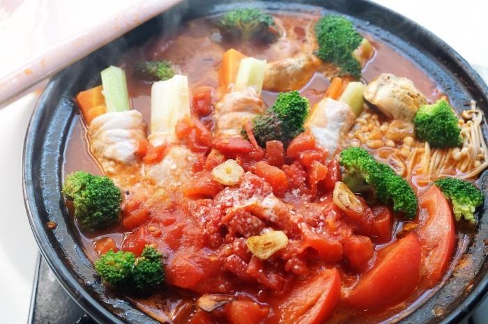 ■創味シャンタンで絶品鍋【豚肉のセロリ巻き入り イタリアントマト鍋】〆はパスタ♪_b0033423_19261415.jpg