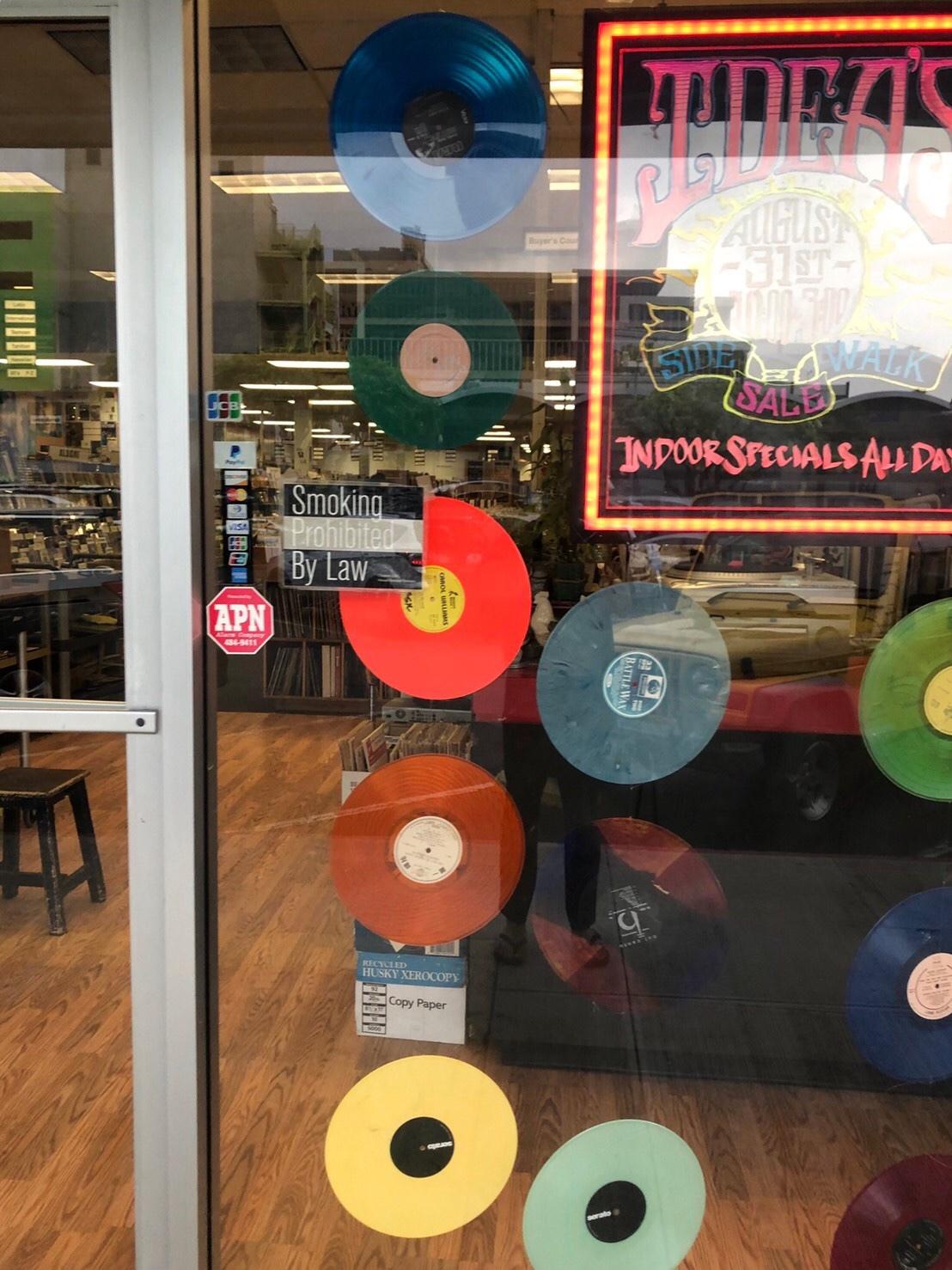 もう1軒のレコード店_a0293226_12092220.jpg