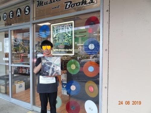もう1軒のレコード店_a0293226_12092838.jpg