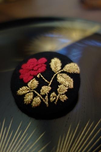 光琳図案の薔薇刺繍_a0197730_16182934.jpg